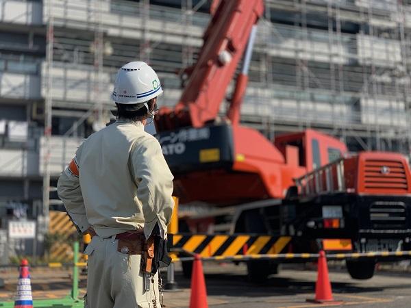 建物の建設に携わる現場監督